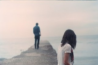 alone-couple-girl-lake-love-sad-Favim.com-49210