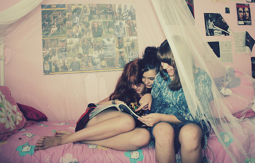bedroom,friends,girls,girl,friendship-d61c785d5517115ab2242af0f10fba30_h